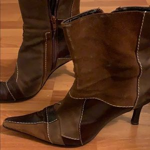 Cool boots. Show some wear  inside is scraped